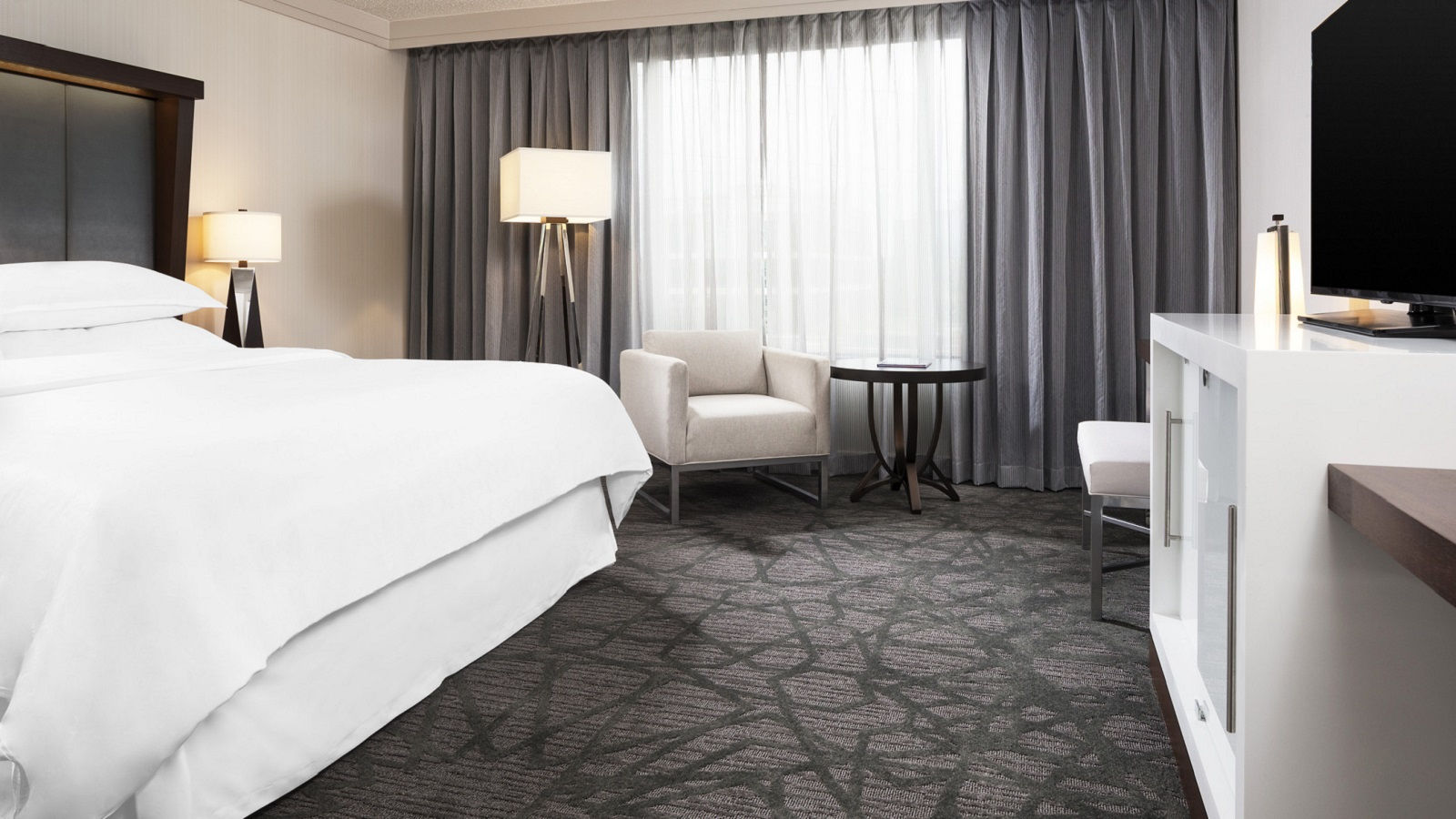 Sheraton Bloomington Hotel Accommodations | Club King